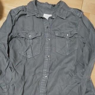 アメリカンイーグル(American Eagle)のアメリカンイーグル グレー 長袖シャツ(シャツ/ブラウス(長袖/七分))