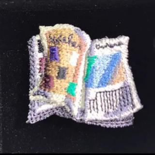 タケオキクチ(TAKEO KIKUCHI)の‼️未使用品 TAKEOネクタイ 立体刺しゅうピンズ(ブック) ‼️(ネクタイピン)