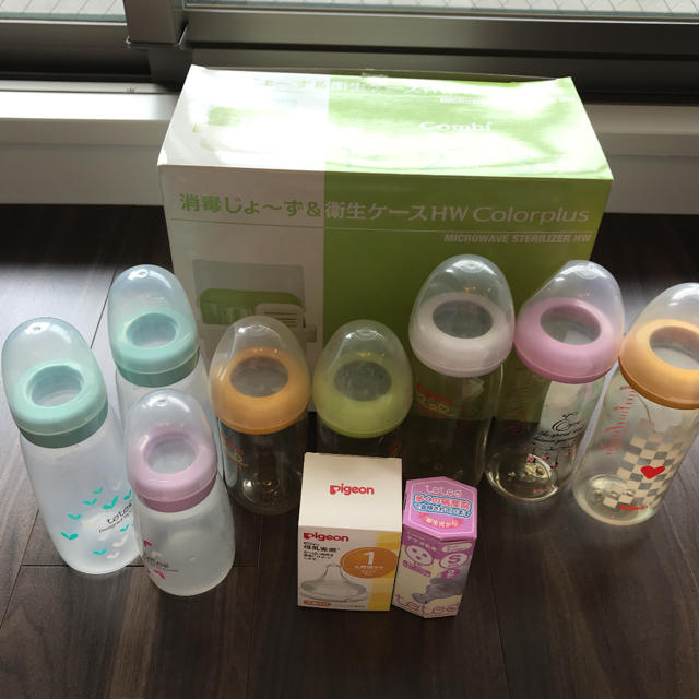 combi(コンビ)のコンビ 消毒じょーず&衛生ケース 哺乳瓶8本 新品調乳4個セット キッズ/ベビー/マタニティの洗浄/衛生用品(哺乳ビン用消毒/衛生ケース)の商品写真