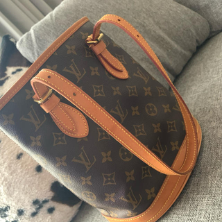 LOUIS VUITTON - ルイヴィトントートバッグ