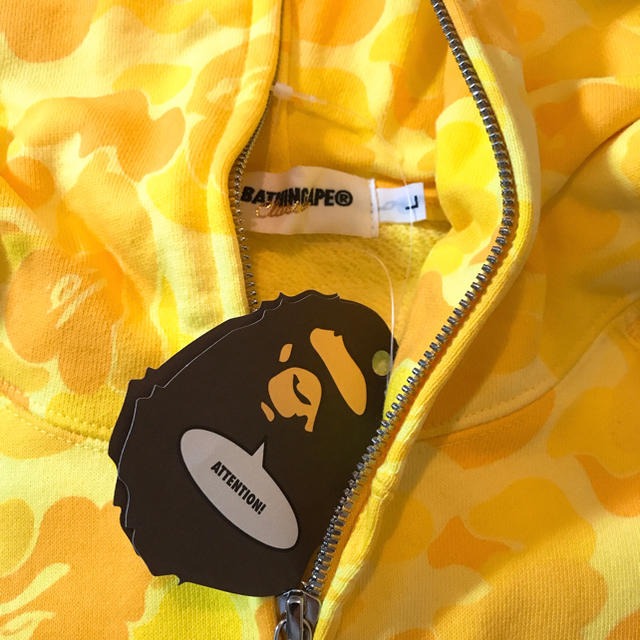 A BATHING APE(アベイシングエイプ)の☆BAPE☆パーカー☆未使用☆アベイシングエイプ☆イエロー☆ メンズのトップス(パーカー)の商品写真