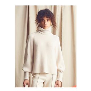 Mila Owen - セール【新品】ミラ オーウェン タックスリーブタートルニット 1番人気のWHT