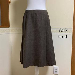 ヨークランド(Yorkland)のYorkland ミディアム丈 スカート 茶系(ひざ丈スカート)