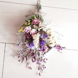 バラと彩り小花のドライフラワーミニスワッグ/かすみ草 千日紅(ドライフラワー)