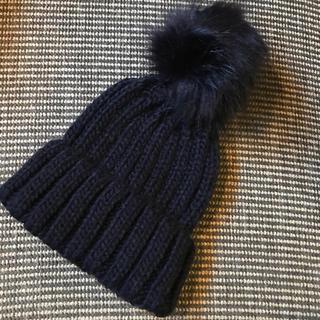 ミラオーウェン(Mila Owen)のミラオーウェン🌟エコファーポンポン付きニット帽 ネイビー(ニット帽/ビーニー)