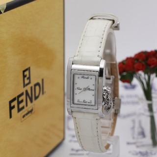 FENDI - 正規品【新品電池】FENDI 7100L/ホワイトシェル バングル ケース回転
