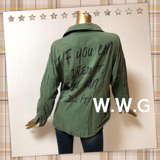 フーズフーギャラリー(WHO'S WHO gallery)のW.W.G ★ 激かわ バックプリント ポケット ミリタリーシャツ(シャツ/ブラウス(長袖/七分))