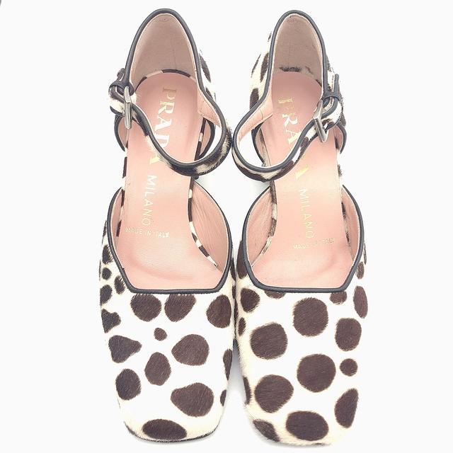 PRADA(プラダ)の箱付き PRADA ダルメシアン柄 パンプス ハラコ サイズ 35 レディースの靴/シューズ(ハイヒール/パンプス)の商品写真