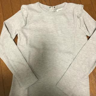 ダブルクローゼット(w closet)のグレーの肩フリルロングTシャツ(Tシャツ(長袖/七分))