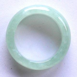 人気商品! 希望を叶える魔法の石 魅惑のグリーン 高級翡翠の指輪10号(リング(指輪))