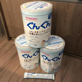 ワコウドウ(和光堂)のぐんぐん フォローアップミルク 830g×3缶 スティック1本セット(乳液/ミルク)