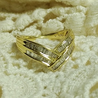 K18 テーパーダイヤ0.7ctのV字リング 天然ダイヤモンド(リング(指輪))