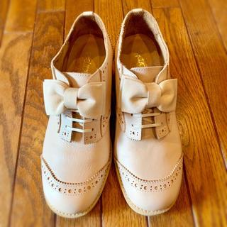 ジェーンマープル(JaneMarple)のジェーンマープル オペラリボンのウイングチップ アイボリー(ローファー/革靴)