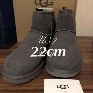 アグ(UGG)のラスト‼️最新UGGCLASSICMINIII❤GLAY22cm 正規品(ブーツ)