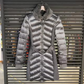 ビーシービージーマックスアズリア(BCBGMAXAZRIA)の美品 BCBG ロングダウン ジャケット シルバー グレー スタンドカラー(ダウンジャケット)