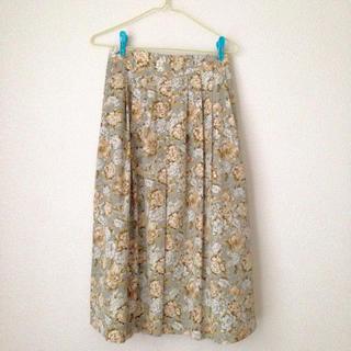 ロキエ(Lochie)のバラ柄スカート(ひざ丈スカート)