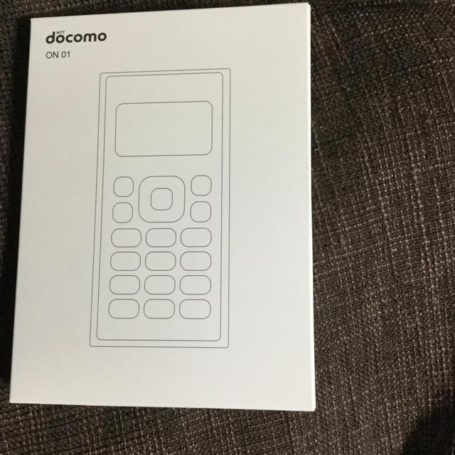 NTTdocomo(エヌティティドコモ)のドコモ ワンナンバーフォン ON 01  スマホ/家電/カメラのスマートフォン/携帯電話(携帯電話本体)の商品写真
