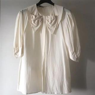 ミュウミュウ(miumiu)の美品♡  MIUMIU  リボン シルク ブラウス 36  白(シャツ/ブラウス(長袖/七分))