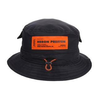 オフホワイト(OFF-WHITE)のHERON PRESTON BUCKET HAT (ハット)