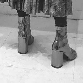 エムエムシックス(MM6)のmm6 マルジェラ シルバー メタリック 猫足 ブーツ 足袋 39(ブーツ)
