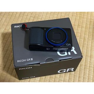 リコー(RICOH)のRICOH GR III ブルーリング付 美品 (なかゆきさま(コンパクトデジタルカメラ)