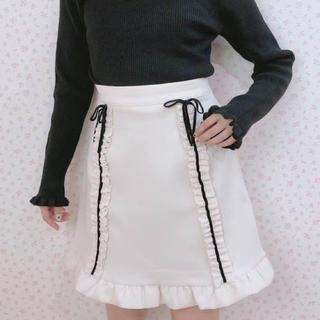 ハニーシナモン(Honey Cinnamon)の【新品タグ付き】ハニシナ 縦フリル付きスカート(ミニスカート)