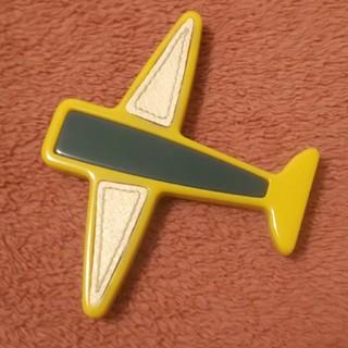 プラダ(PRADA)のPRADA ☆ 飛行機  ブローチ  ☆  黄色×緑  ☆ 正規品  美品(ブローチ/コサージュ)