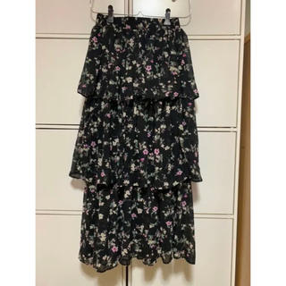 ベルシュカ(Bershka)のBERSHKA 花柄 3段 ロングスカート(ロングスカート)