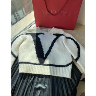 ヴァレンティノ(VALENTINO)のレア *Valentino* XSサイズ Vロゴセーター(ニット/セーター)
