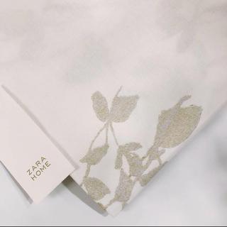 ザラホーム(ZARA HOME)の新品 ZARA HOME ザラホーム メタリックフラワープリント テーブルクロス(テーブル用品)
