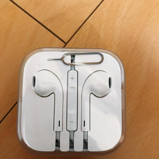 アップル(Apple)のiPhone イヤホン 未開封(ヘッドフォン/イヤフォン)