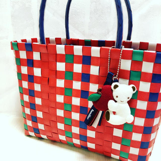 ファミリア(familiar)のファミリア ファミリアショー 限定 バッグ カゴバッグ チャーム付き 編みバッグ(かごバッグ/ストローバッグ)