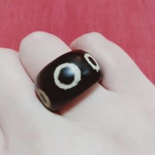エスニックモダンリングブラック  軽い木製のリングです 13〜14号くらいです (リング(指輪))