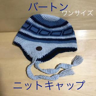 バートン(BURTON)のバートン ニットキャップ耳当て付き フリーサイズ 水色系ストライプ(ニット帽/ビーニー)