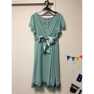 パステルグリーンのドレス(ひざ丈ワンピース)