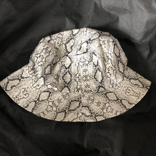 Supreme - 新品 帽子 パイソン柄 バケットハット ヘビ スネイク スネーク アニマル ホワ