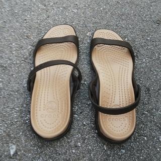 クロックス(crocs)のクロックス レディースサンダル(22cm)ブラウン(サンダル)