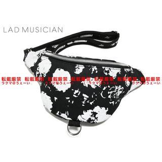 ラッドミュージシャン(LAD MUSICIAN)の美品 LAD MUSICIAN ボディバッグ BLK×WHT(ボディーバッグ)