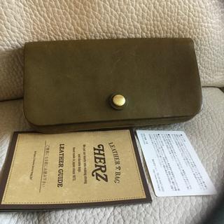 ヘルツ(HERZ)の未使用品 HERZ ヘルツ トラベルウォレット 長財布 オリーブ(長財布)