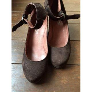 アパルトモンドゥーズィエムクラス(L'Appartement DEUXIEME CLASSE)の美品アンクルストラップ付きウェッジソールスウェードパンプス 22.5(ローファー/革靴)