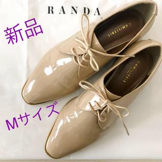 ランダ(RANDA)の新品☆23.5cm★ランダ ベージュ オックスフォードシューズ★エナメル 紐靴(ローファー/革靴)