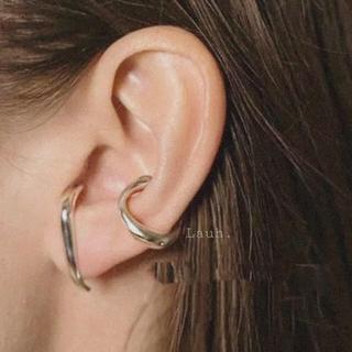 ハイク(HYKE)のj261.smooth ear cuff(silver)(イヤーカフ)