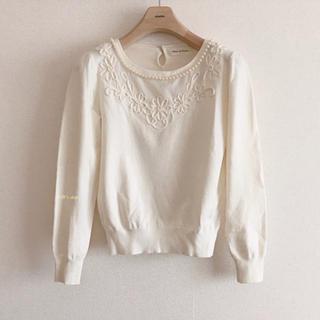 デビュードフィオレ(Debut de Fiore)のコード刺繍♡白色ニットプルオーバー 38サイズ            627.(ニット/セーター)
