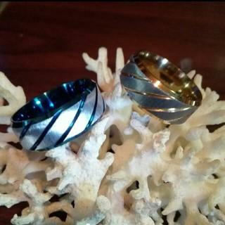 二個セット アレルギーフリーのステンレスリング ブルーとゴールド(リング(指輪))
