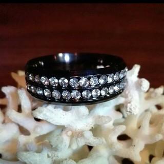 二連のキュービックジルコニアを散りばめたブラックリング(リング(指輪))