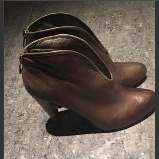 VINCE CAMUTO グレーショートブーツ(ブーツ)