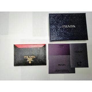プラダ(PRADA)の【新品】PRADA プラダ カードケース 定期入れ パスケース ブラック レッド(名刺入れ/定期入れ)