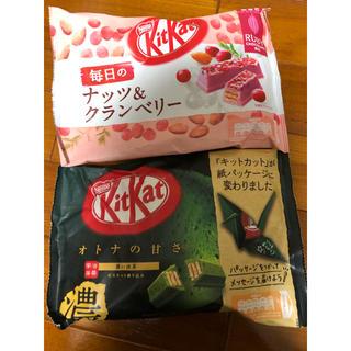 ネスレ(Nestle)のキットカット 濃い抹茶 ナッツ&クランベリー(ルビーチョコ)(菓子/デザート)