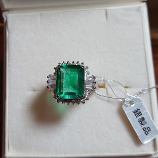 ジュエリーツツミ(JEWELRY TSUTSUMI)の宝石エメラルド&キュービックジルコニアのsilverの指輪(19号)箱付巾着付き(リング(指輪))