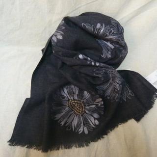 サザビー(SAZABY)の新品¥17,600 ハウスオブロータス*グレーお花刺繍柄 大判ストール(ストール/パシュミナ)